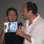 36-maurizio-del-piccolo-assieme-al-musicista-pierluigi-pietroniro-ritira-il-premio-per-il-miglior-lungometraggio-2012-the-hounds
