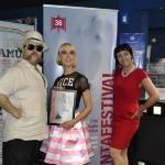 23-La regista Isabella Noseda con la targa del Fantafestival per il film Sangue misto